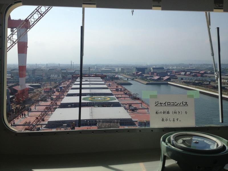 操舵室から見る甲板