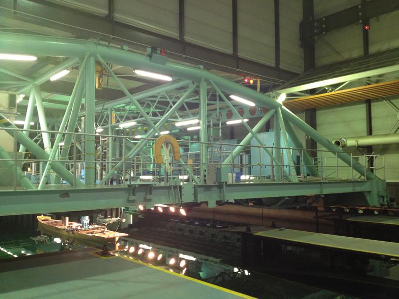 ユニバーサル造船研究室 ミニサイズ船の試験装置