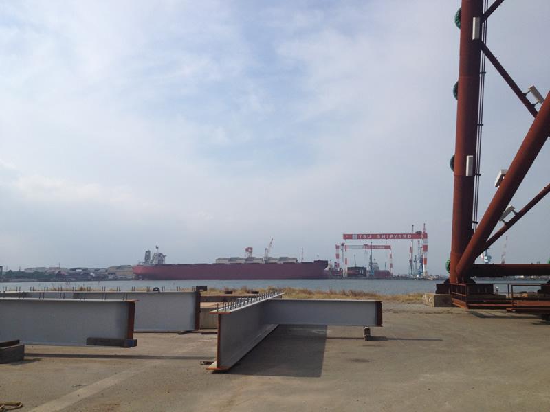 対岸がユニバーサル造船