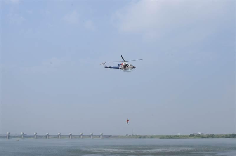 ヘリによる漂流者捜索・救助訓練